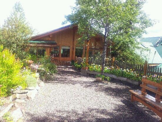 Logpile Lodge: Entrance
