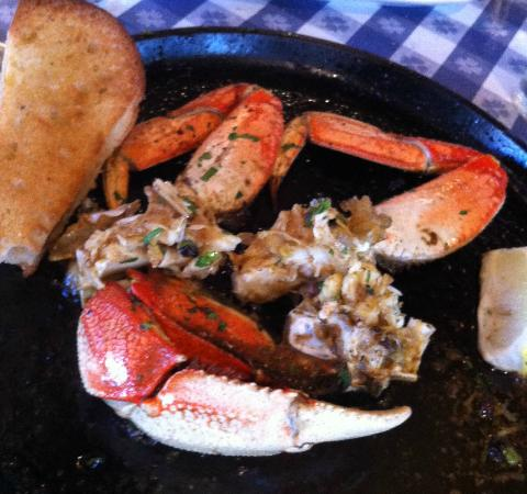 The Old Clam House: Sizzling crab legs....to die for!