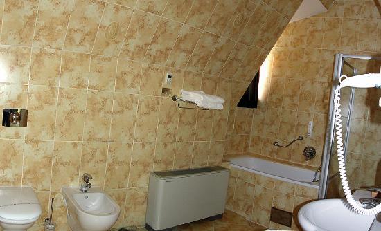 ميرشانتس يارد ريزيدنس: Bathroom pan