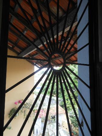 Chez les Rois: Window