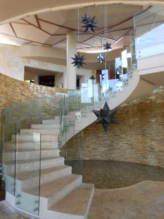 Rosewood Mayakoba: The entrance staircase to the dock