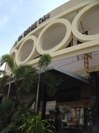 The Orchard Cebu Hotel & Suites : front view