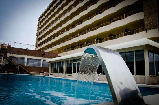 Hotel Castilla Alicante: Piscina y fachada