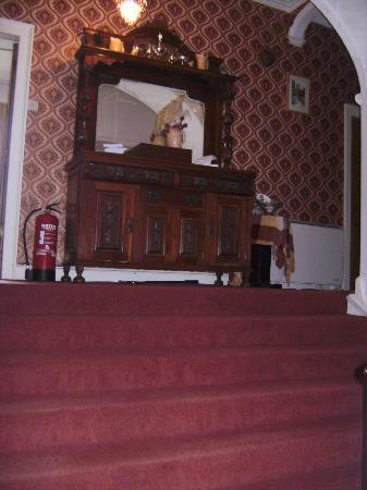 Priskilly Forest Country House with Golf Club: Dresser at the top o the stairs