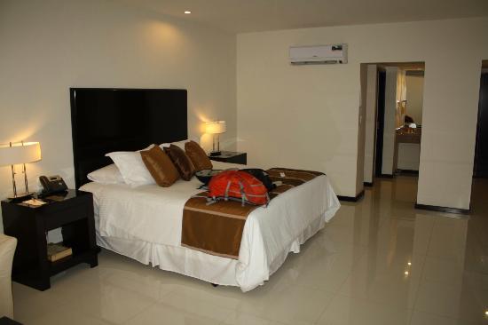 Sun Hotel : Nice room.