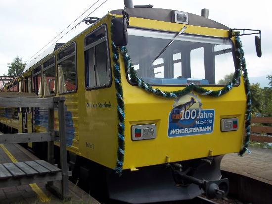 Der Zug fährt von Brannenburg Talstation zum Gipfel auf 2000 Metern