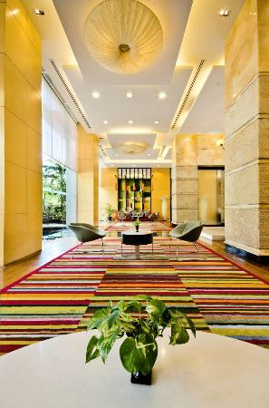 Urbana Langsuan: lobby
