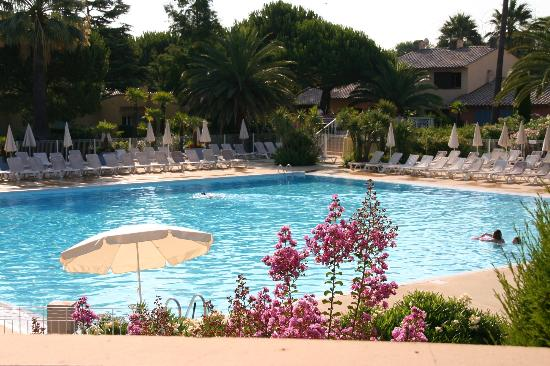 Pierre & Vacances Premium Residence Cannes Mandelieu: Swimming Pool