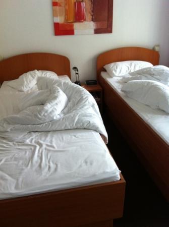 Hotel Dietrich Bonhoeffer Haus: beds