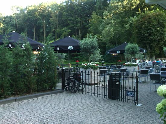 Bilderberg Hotel De Bovenste Molen: Diner facing the water feature. This is an excellent facility.