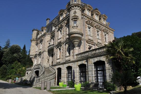 Chateau Clement: Vue du château (Suite au rez de jardin)