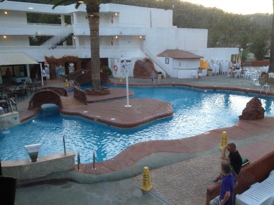 San Miguel Beach Club: beach club pool at night