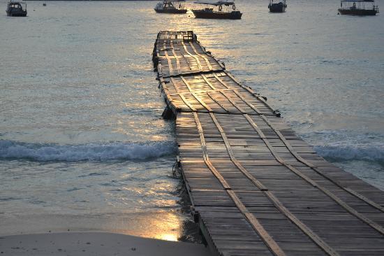 Coral Redang Island Resort: Pier at the beach