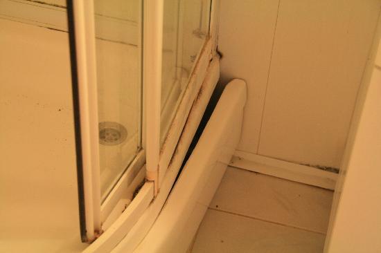 Gabaklar Bungalow & Pansiyon: Bungalov duş kabini