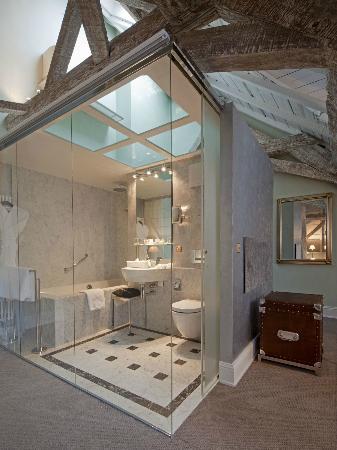 Le Place d'Armes Hotel: Salle de bain