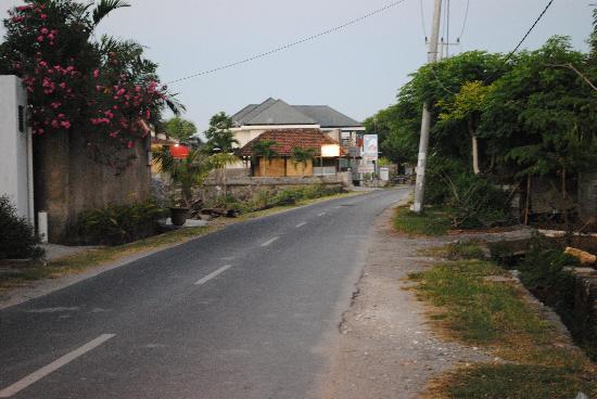Villa Echo Beach: road to echo beach 