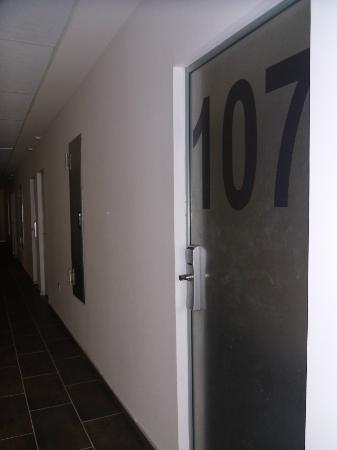 Puertas de las habitaciones fotograf a de hotel for Hoteles en la puerta