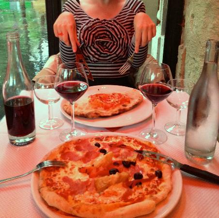 Alfio: Calzone and pizza with ham, artichoke and olives.