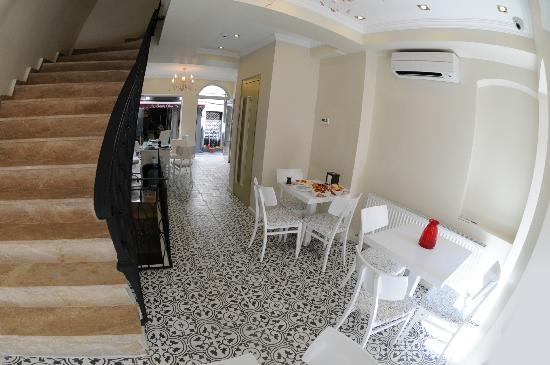 Little House Hotel: Lobby