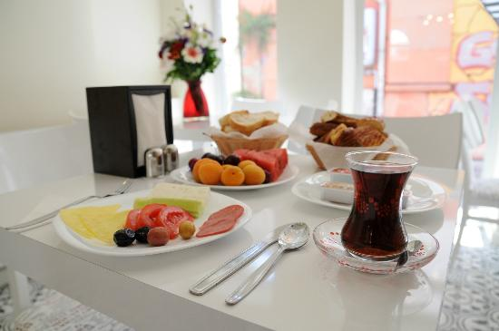 Little House Hotel: Breakfast