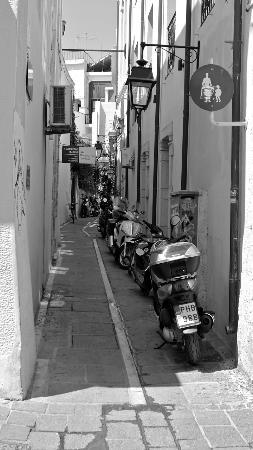 Afroditi Hotel: Motorbike atmosphere street