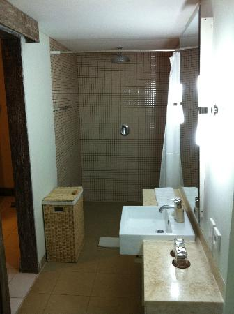 Ivory Resort Seminyak: bathroom