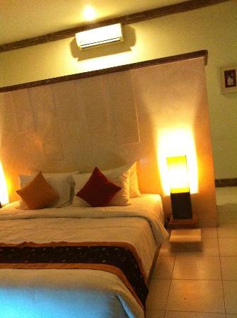 Ivory Resort Seminyak: bed