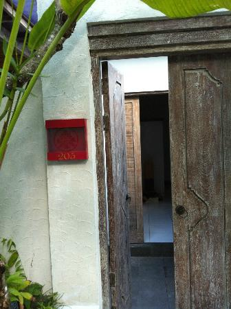 Rama Residence Petitenget: room entrance door