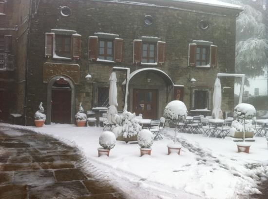 Roccaverano, Italia: nevicata primaverile