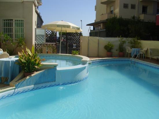 piscina hotel - Picture of Hotel Ca\' Bianca, Riccione - TripAdvisor