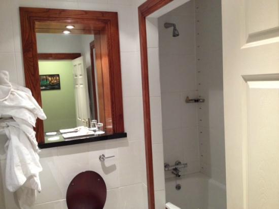 Imperial Hotel: Bathroom
