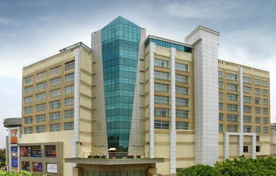 Ghaziabad, India: Mahagun Sarovar Portico