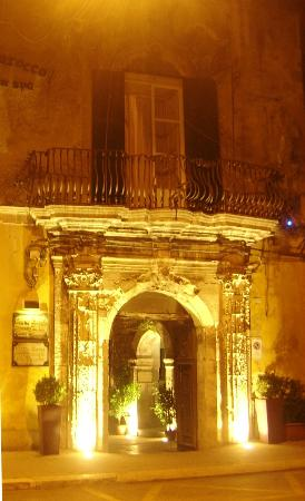 Grana Barocco Art Hotel & Spa: Above entrance