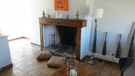 Maison de charme LA FONTAINE: Madeline room: second floor, fire place 
