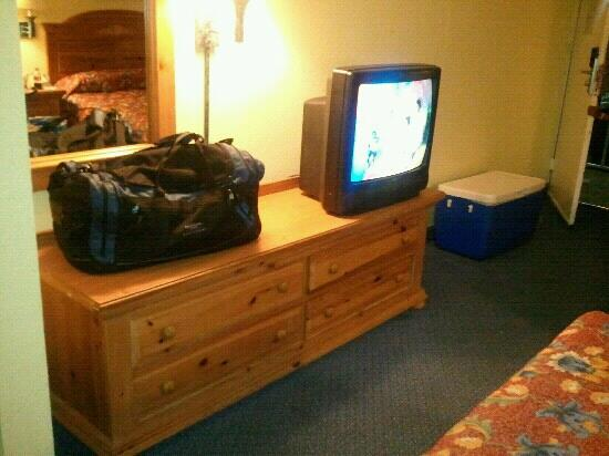 Seralago Hotel and Suites: Outdated TV