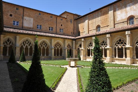 Cloitre de Cadouin: Cloître de Cadouin cour intérieure
