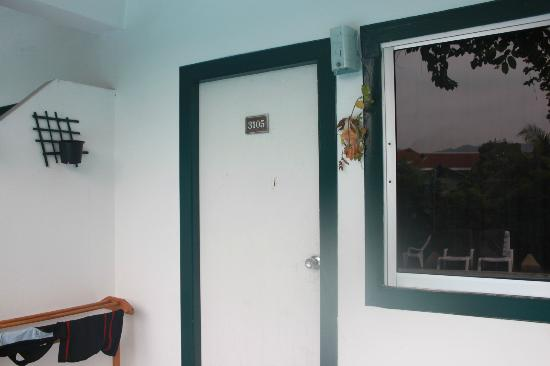 KAMALA BEACH INN: notice, it looks like someone punched our door.