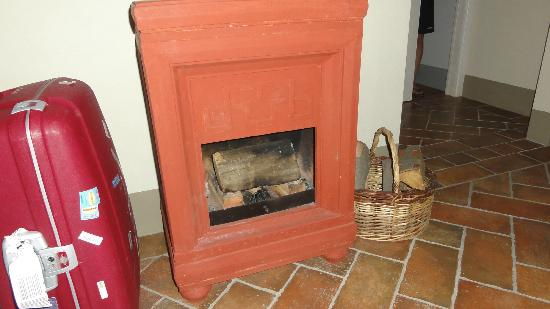 Podere Cantagrillo: Suite 9: fire place