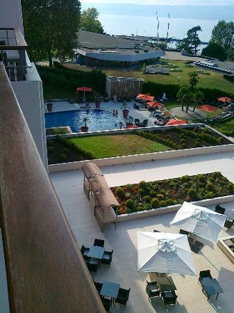 La piscine ext rieure picture of hilton evian les bains for Camping evian les bains avec piscine