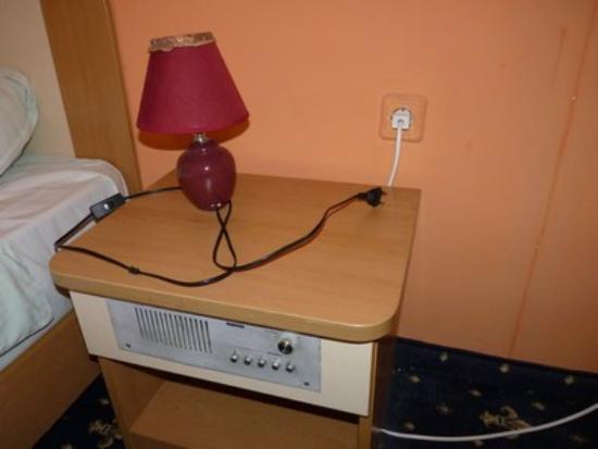 Balkan Hotel : il faut choisir la lumière de la lampe ou la climatisation