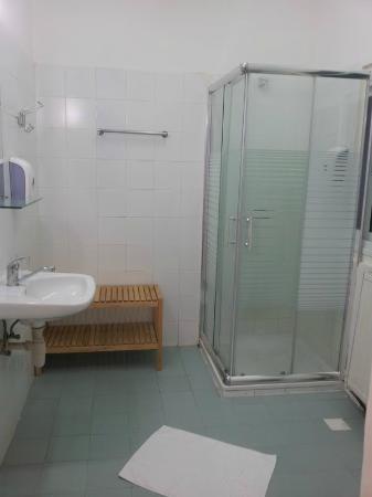 Eden Jerusalem Hotel : Bathroom
