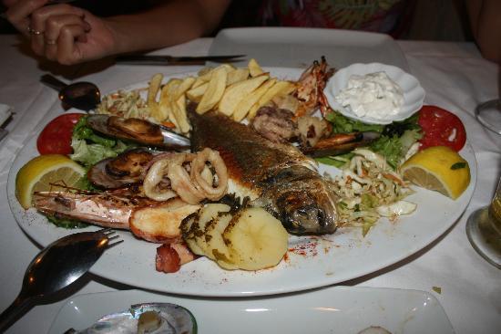 Mythos: Рыбное ассорти. Всего много и очень вкусно!