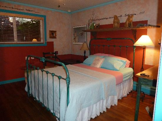 Cinnamon Morning Bed And Breakfast: The Mural room