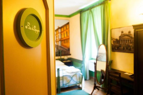 Almes B&B: Spagna room