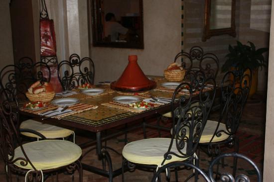 Hôtel Riad Fantasia : restaurant and food