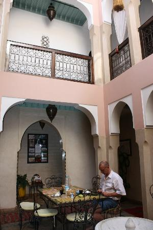 Hôtel Riad Fantasia : dining Area