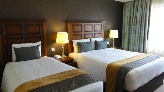 The Castlecourt Hotel: Bedroom in hotel