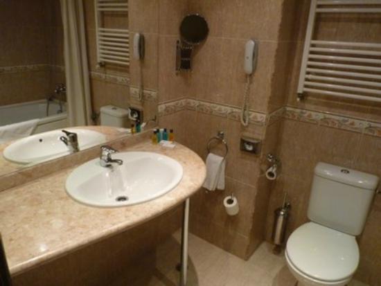 Golden Tulip Varna: salle de bains