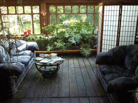 Howard Creek Ranch: Cozy sitting area just outside the Solar room.