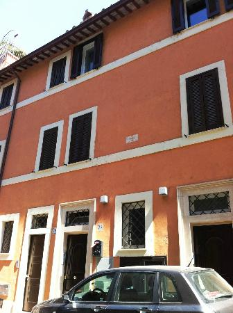 Maison Giulia: The building where the loft is